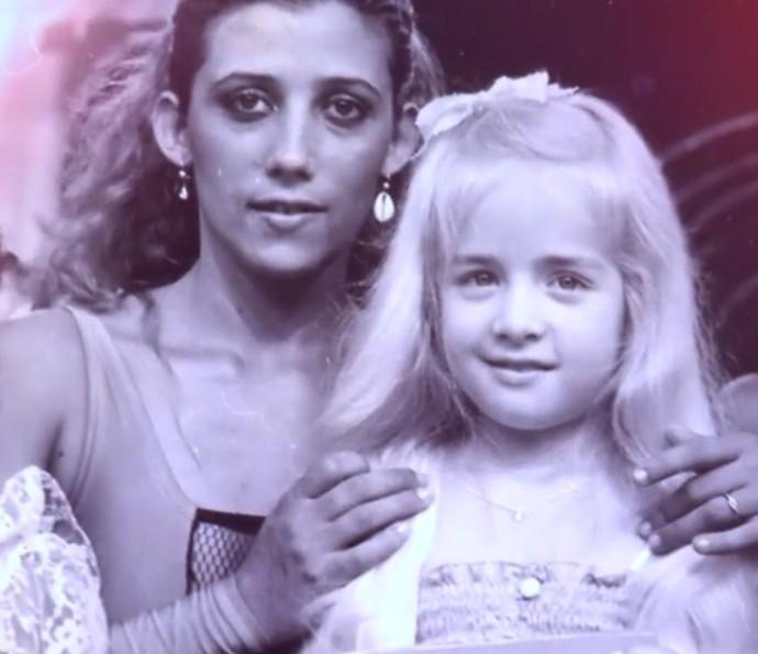 Angélica participou de um concurso de beleza mirim no Chacrinha (Foto: TV Globo)