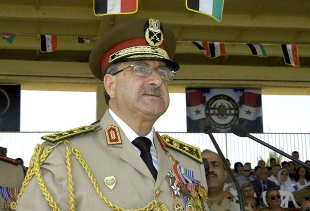 O general Daoud Rajha, ministro da Defesa da Síria, em 8 de setembro de 2011 (Foto: AFP)