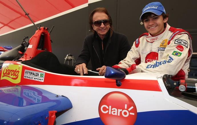 Emerson Fittipaldi e o neto Pietro em Silverstone em 2013 durante a F-4 inglesa (Foto: Divulgação)