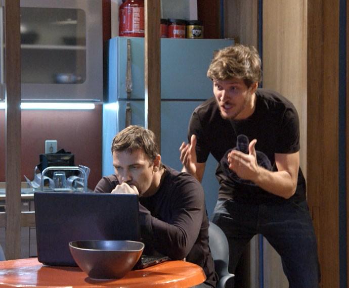Olha a cara dos dois ao verem Nat com Duca (Foto: Globo)