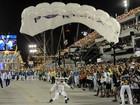 Paraquedistas voltam a pousar na Sapucaí (G1/Alexandre Durão)