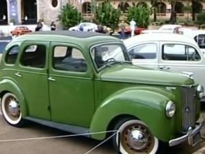 Encontro reúne 300 carros antigos em Araxá, MG (Foto: Reprodução/RV Integração)