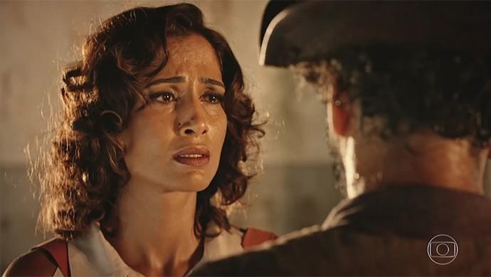 Tereza tenta confrontar o jagunço (Foto: TV Globo)