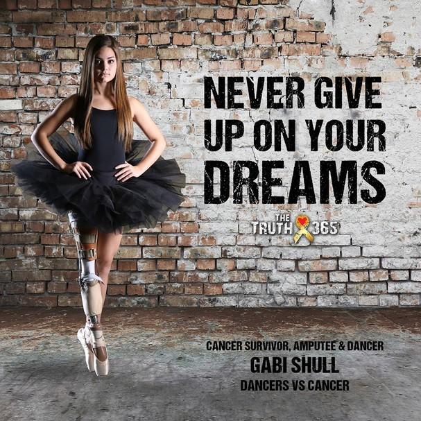 Gabi Shull como garota-propaganda da campanha Dançarinas contra o câncer (Foto: Divulgação)