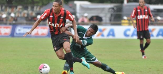 Atacante Marcão, do Atlético-PR, contra o Guarani (Foto: Gustavo Oliveira/Site oficial do Atlético-PR)