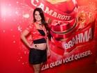 Samara Felippo exibe gravidez na Sapucaí e revela: 'É uma menina'