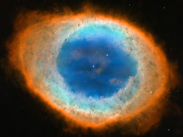 Imagem feita pelo Hubble mostra Messier 57, a Nebulosa do Anel: trata-se da segunda nebulosa planetária a ser descoberta  (Foto: NASA/ESA, C. Robert O'Dell, Vanderbilt University/AP)