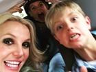Filhos 'roubam' celular de Britney Spears e dão susto na cantora