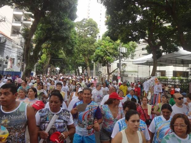 Milhares de romeiros lotam as ruas da capital paraense neste domingo, 13. (Foto: Natália Mello/ G1)