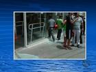 Grupo rende seguranças em roubo a banco e assaltante é baleado por PM