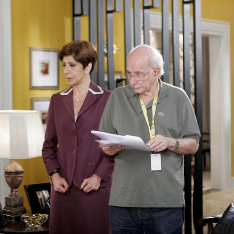 Sandra Pêra é dirigida por Reybaldo Boury em cena de 'Chiquititas' (Foto: Lourival Ribeiro/SBT)