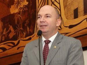 Deputado Gehlen Diniz (PP-AC) diz que 620 toneladas de milho sumiram em Brasileia (Foto: Divulgação/Ascom Aleac)