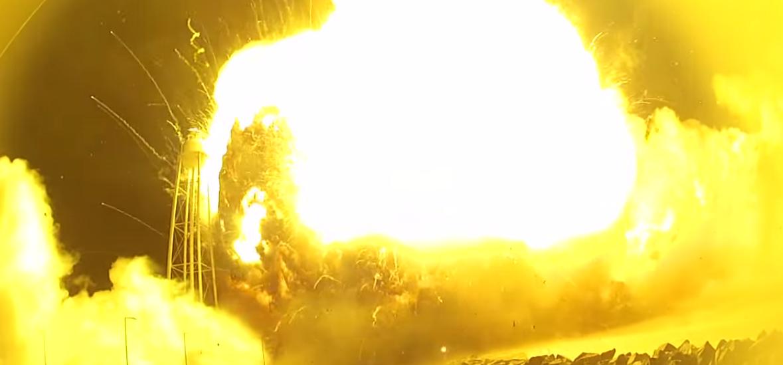 Vários ângulos do Foguete Antares explodindo  (Foto: Reprodução)