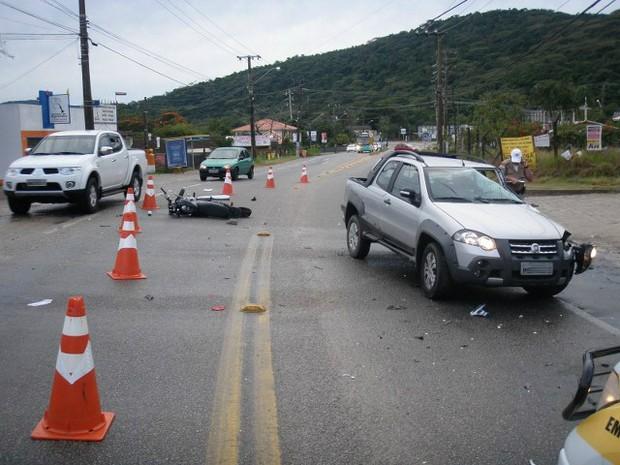 Motorista do carro não ficou ferido (Foto: PMRv/Divulgação)