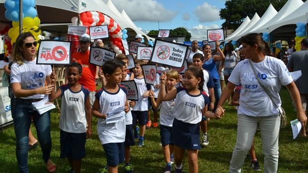 Cerca de 700 voluntários participaram em Vila Velha (Divulgação/Márcio Facco)