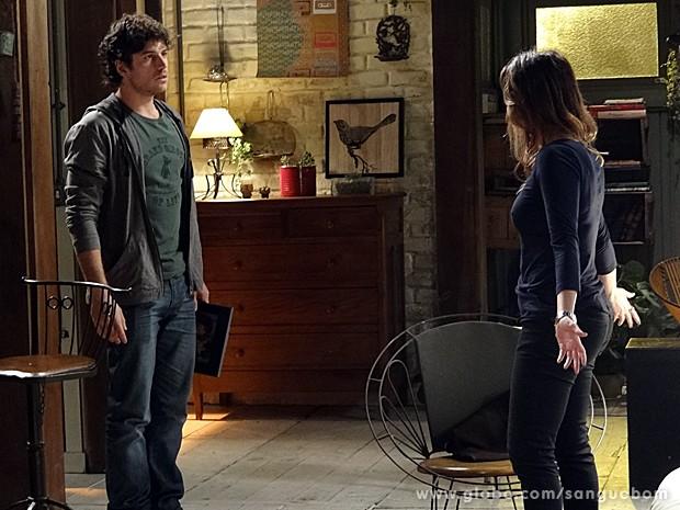 Malu e Bento ameaçam discuti, mas ela vai embora (Foto: Sangue Bom / TV Globo)