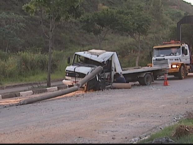 Esse é o segundo acidente grave este mês no morro da Usipa  (Foto: Reprodução Inter Tv dos Vales )