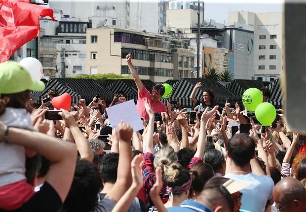 Moradores da cidade de São Paulo organizaram um ato em homenagem ao prefeito Fernando Haddad, derrotado nas eleições por João Doria (PSDB) (Foto: Paulo Pinto/AGPT)