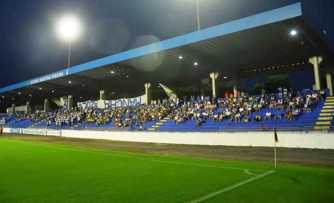 Estádio Martins Pereira torcida São José (Foto: Tião Martins/ TM Fotos)