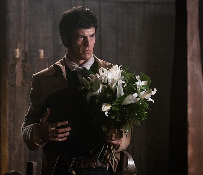 Rubião leva flores para Virgínia para impressionar Joaquina (Foto: Ellen Soares/Gshow)