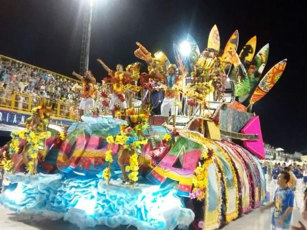 União da Ilha encerra desfile na capital (Foto: Cristiano Anunciação/ G1)
