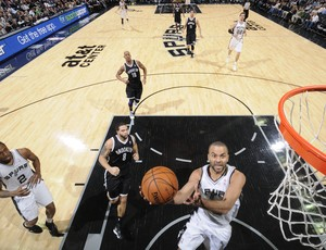 Tony Parker San Antonio Spurs vence Brooklyn Nets (Foto: AFP)