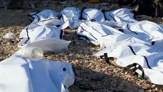 Naufrágio no Mediterrâneo deixa 74 imigrantes mortos em praia da Líbia