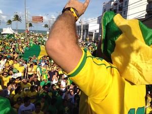 Em João Pessoa, manifestantes se reuniram próximo ao Busto de Tamandaré (Foto: Walter Paparazzo/G1)
