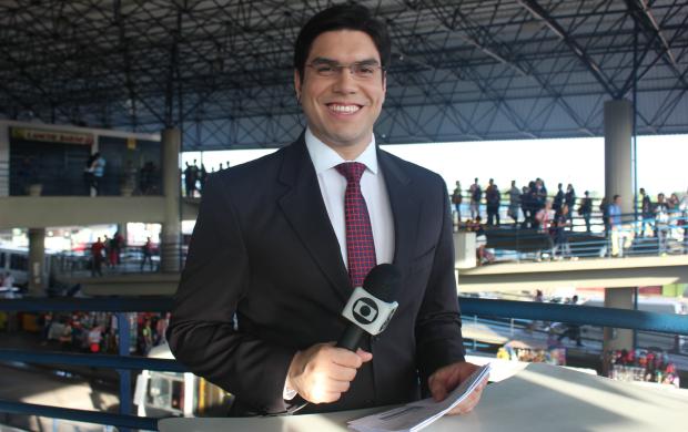 Apresentador do Bom Dia Amazônia, Clayton Pascareli, comandou o jornal do T3 (Foto: Gisa Almeida/ Rede Amazônica)