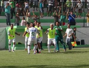 Jogadores do Murici comemoram o gol de Alex Júnior (Foto: Leonardo Freire/GLOBOESPORTE.COM)
