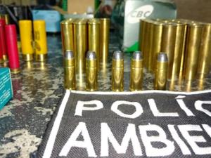 Nove armas de fogo e mais de 600 cartuchos foram aprendidos (Foto: SSPDS/Divulgação)