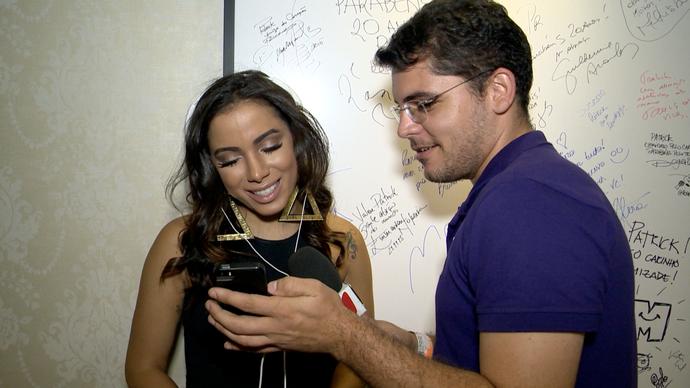 Anitta respondeu perguntas dos fãs (Foto: Divulgação / TV Gazeta ES)