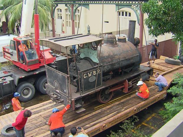 Pesando 10 toneladas, equipamento será transportado em um caminhão até Natal (Foto: Reprodução/TV)