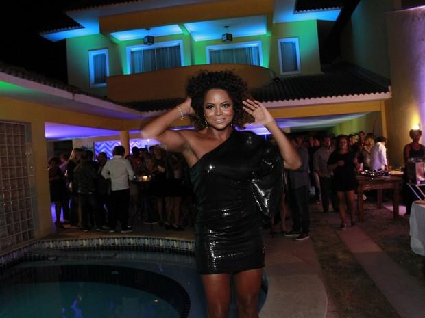 Adriana Bombom em festa na Zona Oeste do Rio (Foto: Marcos Ferreira/ Brazil News)