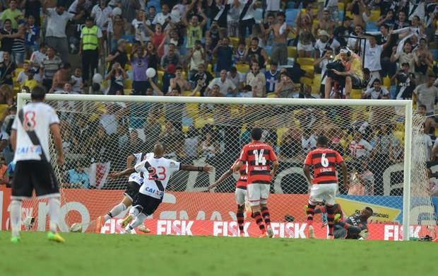 Douglas penalti gol, Flamengo x Vasco (Foto: André Durão)