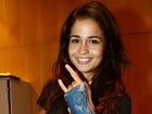 Com a mão imobilizada, Nanda Costa vai a show no Rio