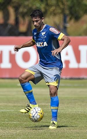 Henrique em treino do Cruzeiro (Foto: Pedro Vilela/Light Press)