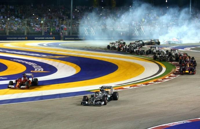 Fernando Alonso cortou a pista na largada do GP de Cingapura (Foto: Getty Images)