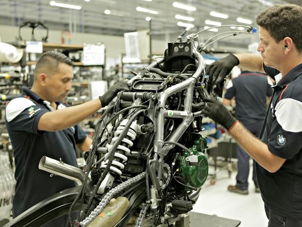 Linha de montagem da BMW, em Manaus (Foto: Divulgação)