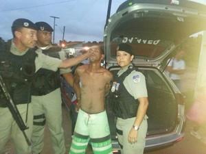Suspeito foi levado à Centra de Flagrantes (Foto: Divulgação/PM)