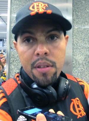 Alecsandro desembarque Flamengo (Foto: Thales Soares)