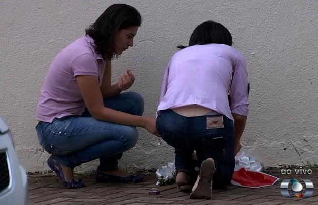 Amigas prestam homenagem à Nathália Zucatelli em Goiás (Foto: Reprodução/TV Anhanguera)