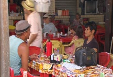 Donos de bares estão preocupados com em pagar multa (Foto: Ronan Tardin/ TV Globo)