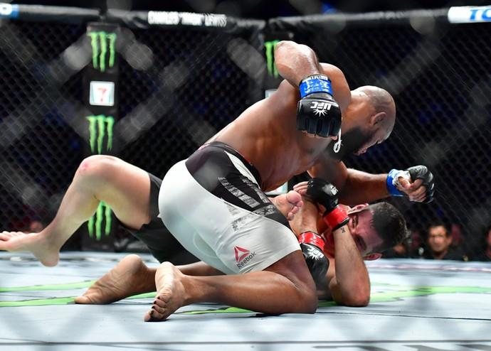Yoel Romero Chris Weidman UFC 205 (Foto: Jason Silva)