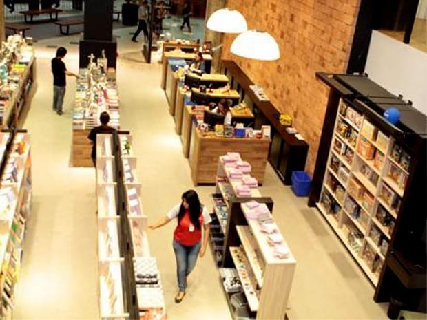 Feira de livros traz mais de cinco mil obras com descontos (Foto: Aline Guadanhim / Campinas Shopping )