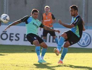 Werley retorna aos treinos no Grêmio (Foto: Diego Guichard)