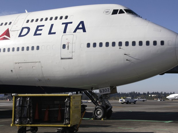 Um avião 747-700 da Delta Air Lines é visto no Aeroporto Internacional Seattle-Tacoma, em foto de 9 de outubro de 2012 (Foto: AP Photo/Ted S. Warren, File)