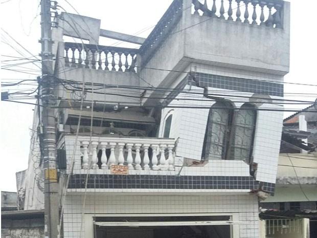 Casa corre o risco de desabar no Parque Edu Chaves, Zona Norte de São Paulo (Foto: Tânia Regina de Jesus/Arquivo pessoal)