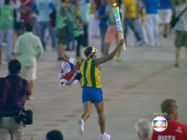 Vanderlei Cordeiro de Lima na Sapucaí (Foto: Reprodução / Globo)