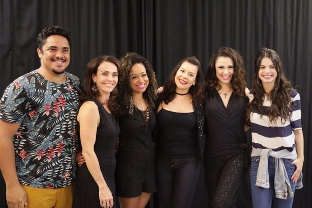 Fernanda Souza faz sessão beneficente de peça (Foto: Elvis Moreira/Divulgação)